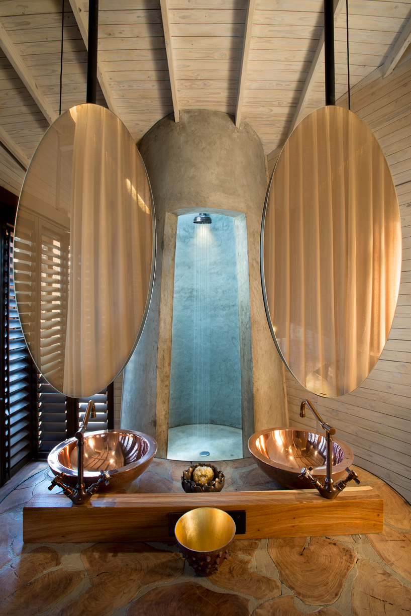 nicholas-plewman-architects-sandibe-okavango-safari-lodge-designboom-09